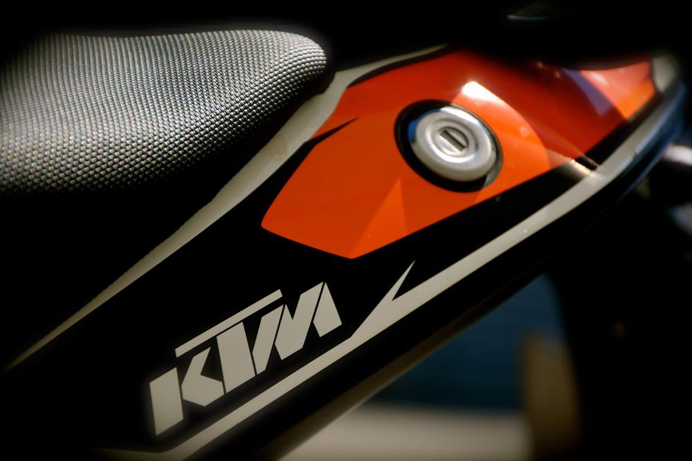KTM Duke Schriftzug