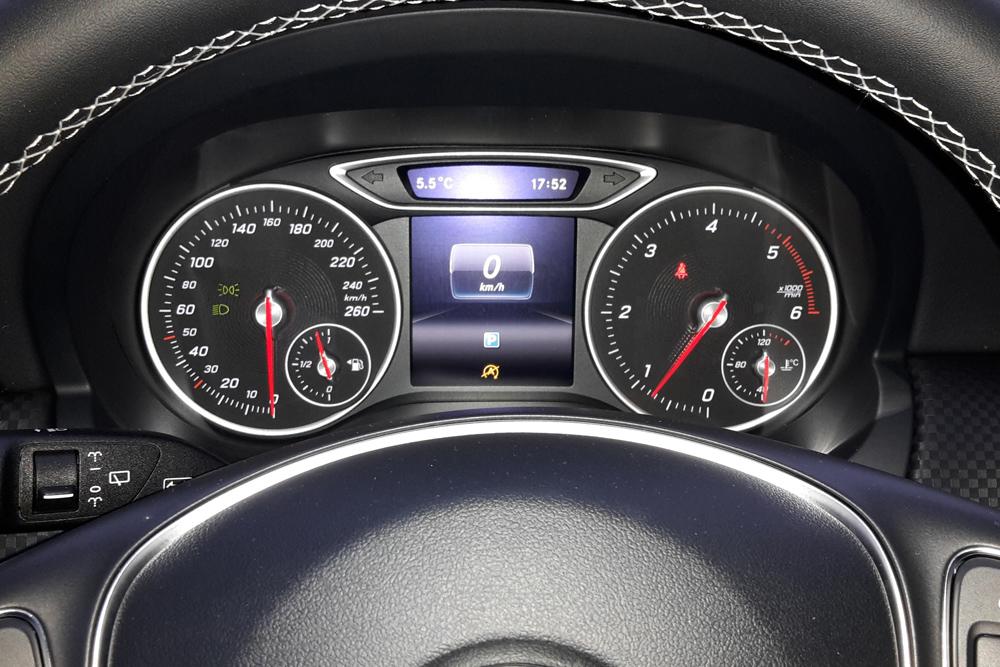 Mercedes C-Klasse Cockpit BF17